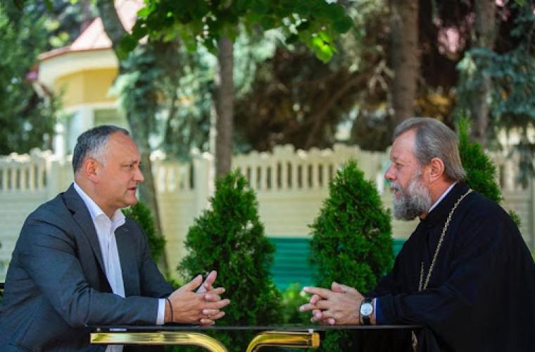 Igor Dodon l-a felicitat pe mitropolitul Vladimir cu ocazia zilei de naștere