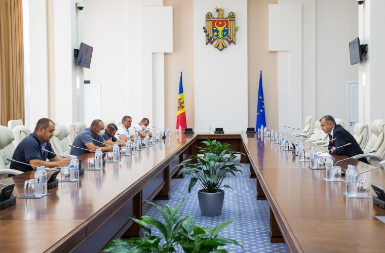 O nouă ședință la Guvern. Ce a discutat Ion Chicu cu fermierii