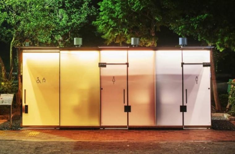 Toalete publice transparente la Tokyo, inovație tipic japoneză