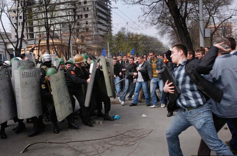 """Declarație: Opoziția din Moldova deja folosește tehnologii de pregătire pentru """"maidan"""""""