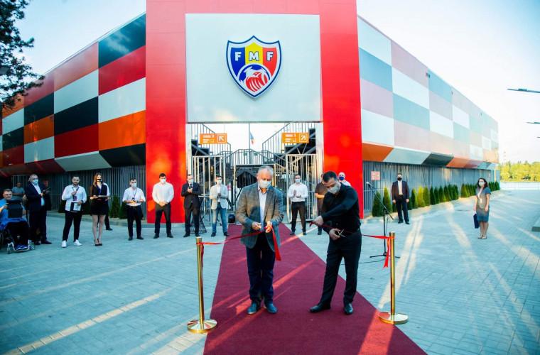 """Președintele țării, la deschiderea Arenei de fotbal pe plajă, din parcul """"La Izvor"""""""