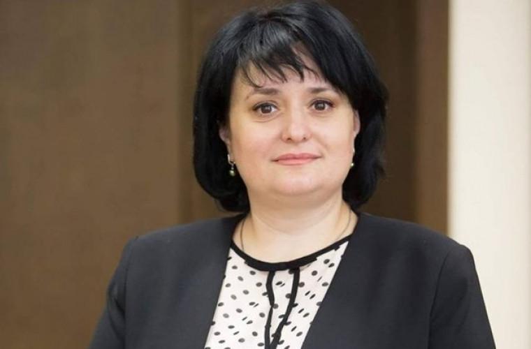 Dumbrăveanu continuă să lucreze de la distanță după ce a fost diagnosticată cu Covid-19