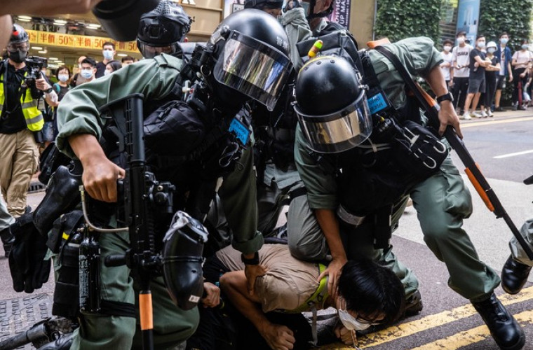 300-de-persoane-arestate-in-timpul-unui-protest-in-hong-kong