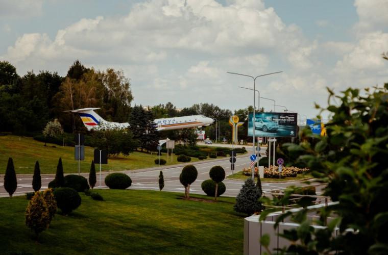 Două persoane, reținute pe Aeroportul Internațional Chișinău. De ce sînt acuzate