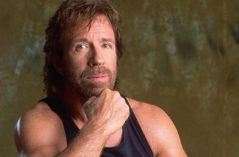 Chuck Norris cheamă oamenii să nu mai arunce gunoiul în păduri (VIDEO)