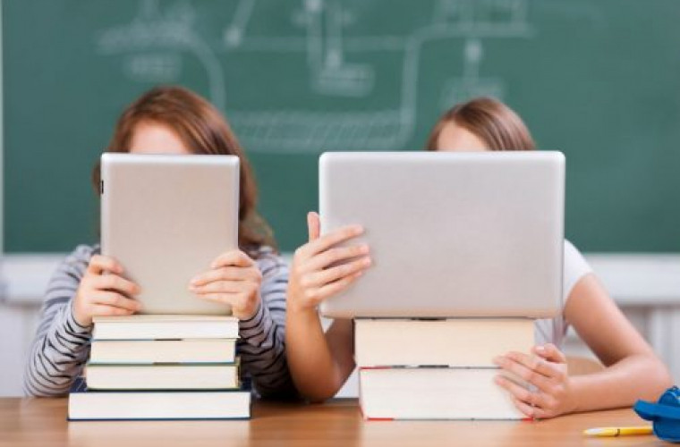 o-scoala-din-ialoveni-a-trecut-la-studii-online-dupa-ce-4-profesori-au-fost-diagnosticati-cu-covid-19