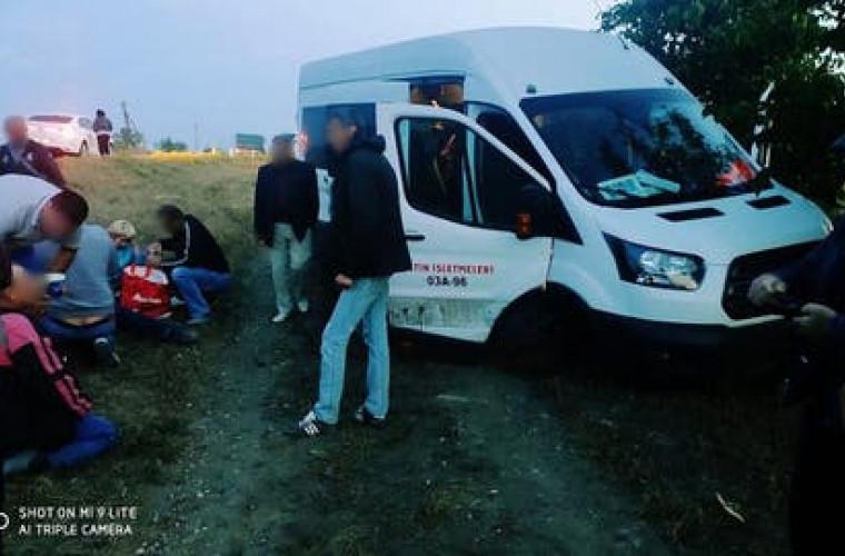 accident-la-telenesti-un-microbuz-cu-pasageri-a-zburat-de-pe-traseu