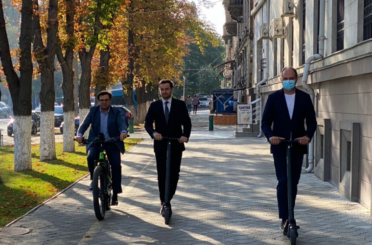 primarul-general-a-mers-cu-transportul-eco-spre-ministerul-finantelor