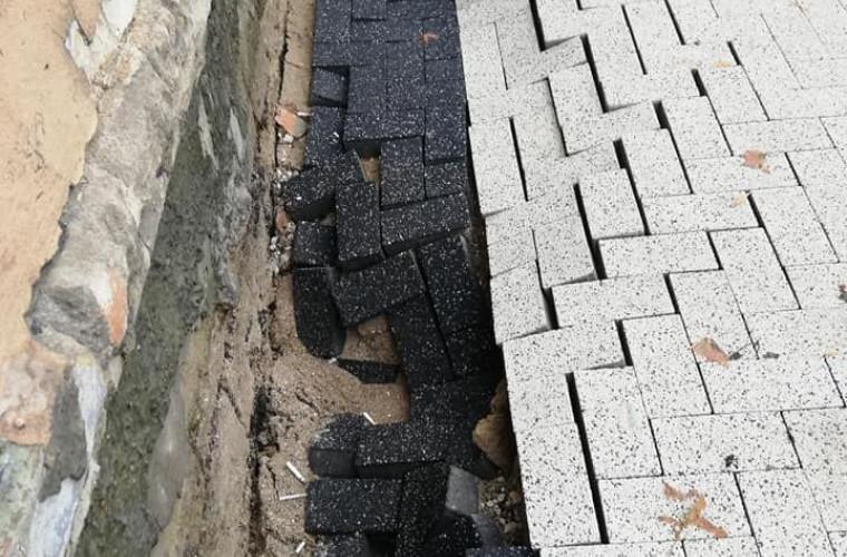 in-centrul-capitalei-dupa-ploaia-torentiala-s-a-prabusit-un-trotuar-proaspat-reparat