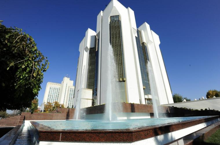 La funcția de președinte al Moldovei pretind patru cetățeni străini